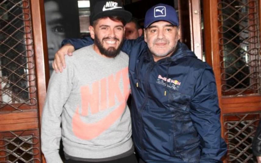 Apa és fia könnyek közt találkoztak először. A focista azt nyilatkozta, hogy a 29 éves Diego kiköpött mása, és nagyon büszke a fiúra.