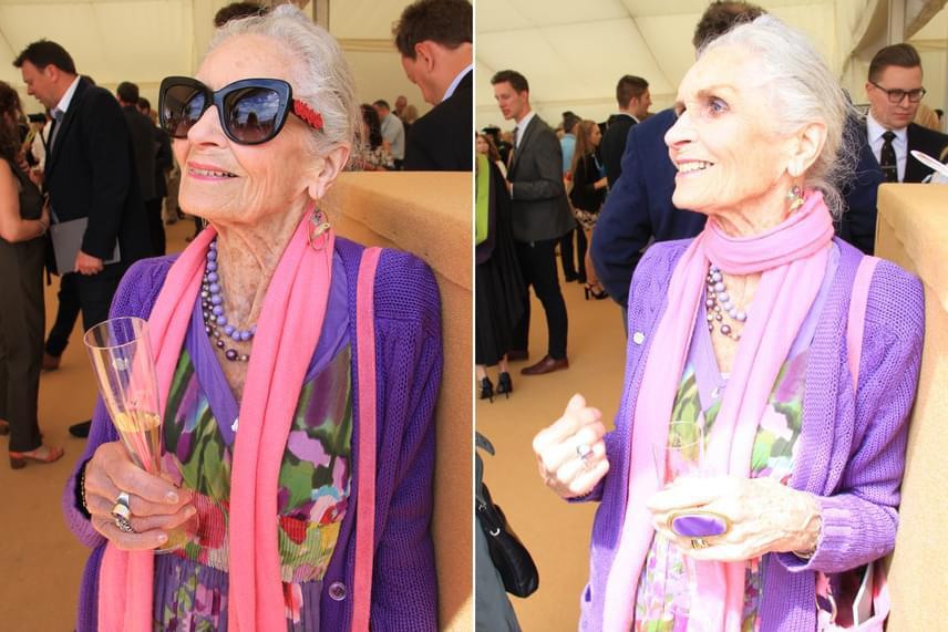 Daphne Selfe a blogján friss képeken is megmutatta, hogyan ünnepelte 88. születésnapját, melynek alkalmából vibráló rózsaszín és lila árnyalatokat, sőt, egy nagyon divatos, merész napszemüveget is felvett.