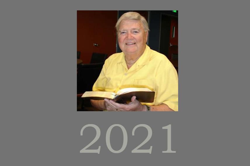 F. Kenton Beshore                         Sokkal közelebbi dátumot jelöl meg világvége-elméletében F. Kenton Beshore, a World Bible Society - Világ Biblia Társaság - alapítója és elnöke, aki egész életét a Biblia tanulmányozására, illetve az azzal kapcsolatos oktatásra szánja. Elmélete szerint Jézus második eljövetele 2018 és 2028 között várható. Két részre bontható a második eljövetel, ugyanis először Jézus csak a felhőkig jön el, és a nagy nyomorúság előtti elragadtatás során 2021-ben magával viszi híveit a mennybe, hogy ott kivárják a végét, megmentve őket az eljövendő isteni haragtól.
