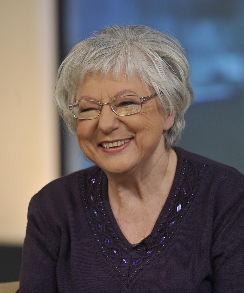 Bilicsi Erzsébet, a Magyar Televízió egyik leghíresebb rendezőnője 2016. október 25-én hunyt el 70 éves korában. 1946-ban született Bilicsi Tivadar és Tímár Liza színművésznő lányaként, és habár színésznőnek készült, végül a televízió világa szippantotta magába: 18 évesen került a Magyar Televízióba Romhányi Józsefhez, aki a szórakoztató osztály vezetője volt. Életművében több mint hatszáz televíziós műsor szerepel - szerkesztője volt a Feleki Kamill és vendégei című műsornak, de 16 évig vezette a Savaria Táncversenyek közvetítését is.