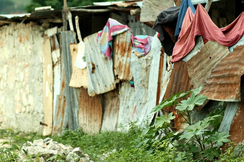 A helyet sokáig drogbárók és különféle bandák irányították, a hatóságoknak azonban sikerült ezt némiképp visszaszorítaniuk. A 2010-es haiti földrengés után azonban a börtönből szökött bandatagok visszatértek a városba, és bár a helyzet nem vált teljesen hasonlóvá a korábbihoz, a bűnözési ráta újra megemelkedett, az emberrablások, a lövöldözések, a gyilkosságok és a nemi erőszak a mai napig is szinte mindennapos.