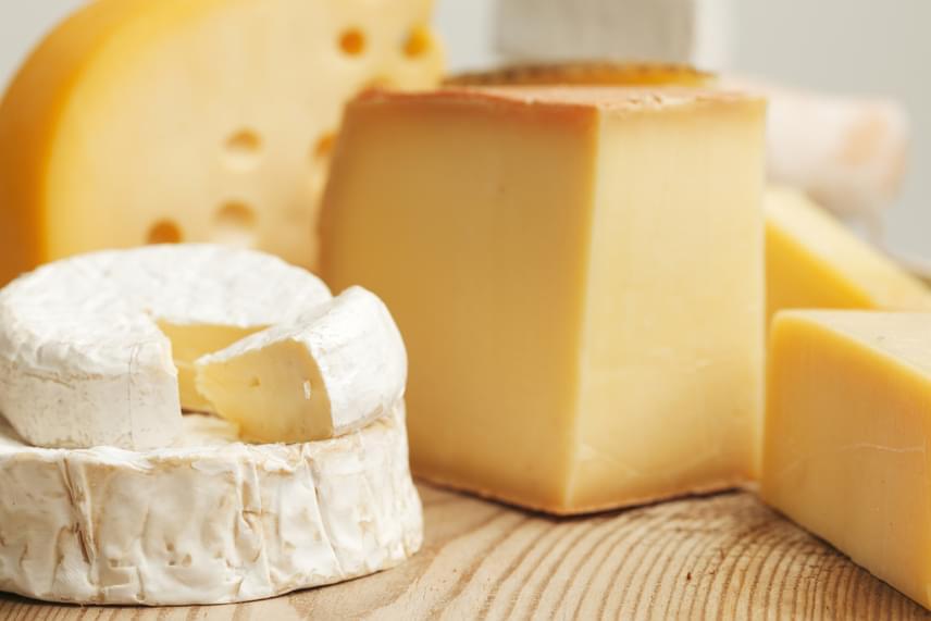 A kutatás szerint az olyan tejtermékek, mint például a különféle sajtok, lényeges mértékben rontják a cigaretta ízét, és késztetik arra a dohányosokat, hogy megundorodjanak tőle, vagy legalábbis ne kívánják annyira.