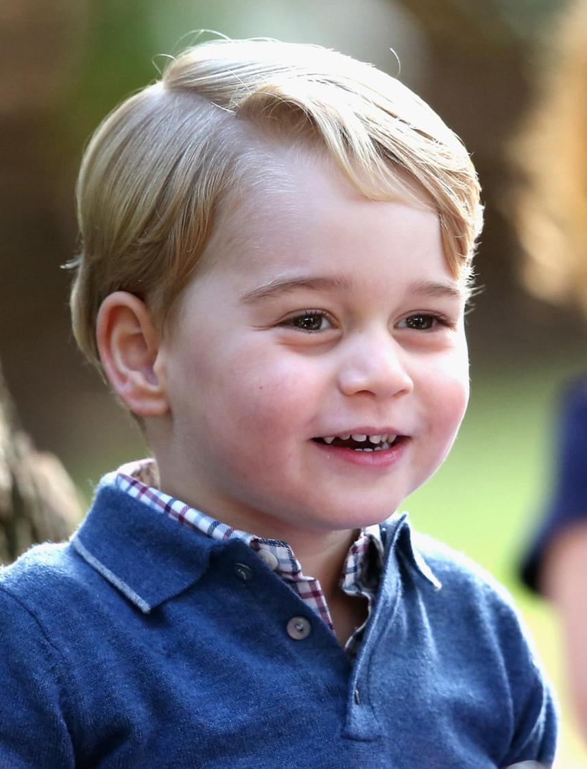 Kanadai útjuk során készült a fotó a tündéri kis hercegről: így örült a neki, és kishúgának rendezett ünnepségnek.