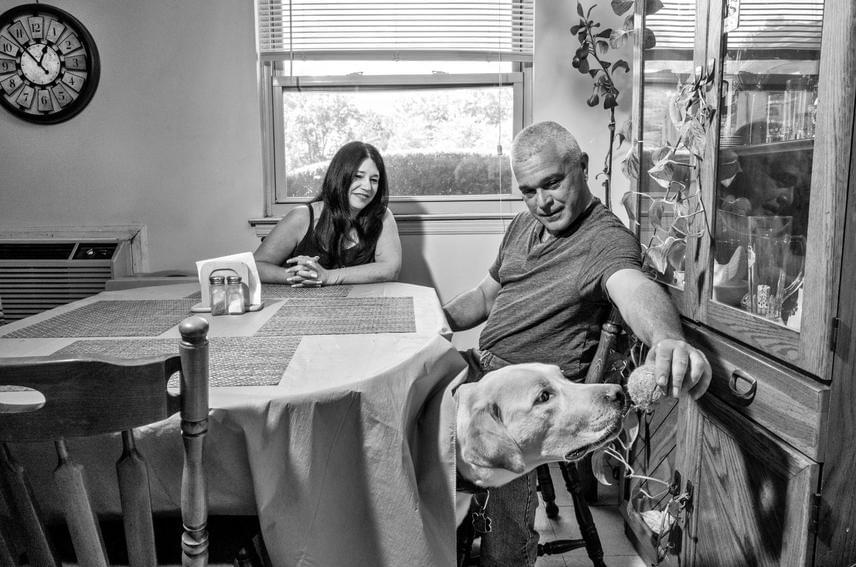 Richard Dixon 30 éve rendőr New Yorkban, a helyszínen a túlélők mentésében vett részt. Jelenleg refluxszal küzd, a körülményekhez képest ő jól bírja a mindennapokat, ám temérdek kollégáját elveszítette már rákos megbetegedés miatt.