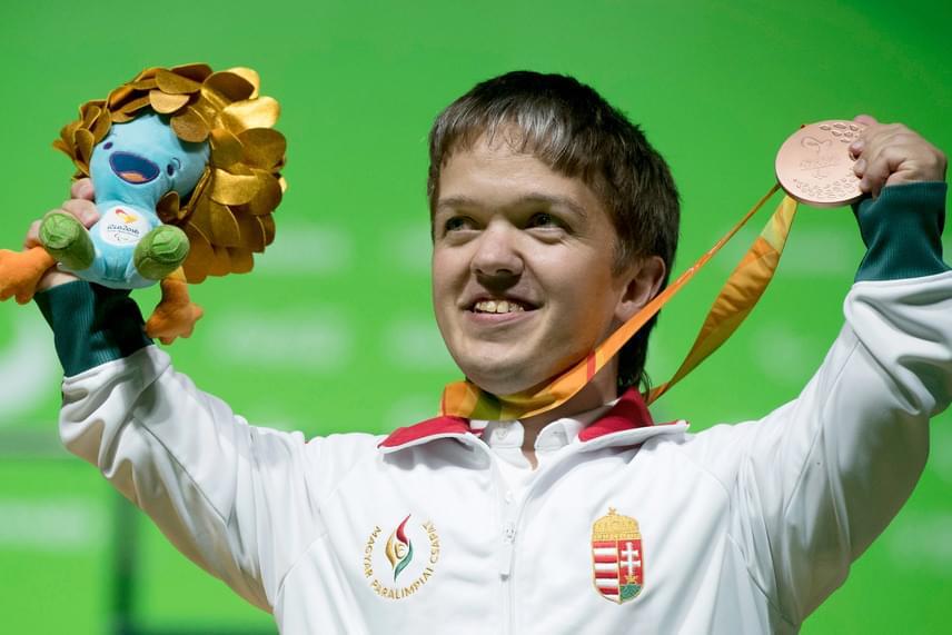 Az erőemelő Tunkel Nándor 155 kilós teljesítménnyel bronzérmes lett a 49 kilogrammos súlycsoportban a riói paralimpia első, csütörtöki versenynapján, ezzel megszerezve 2016-os verseny első magyar érmét.