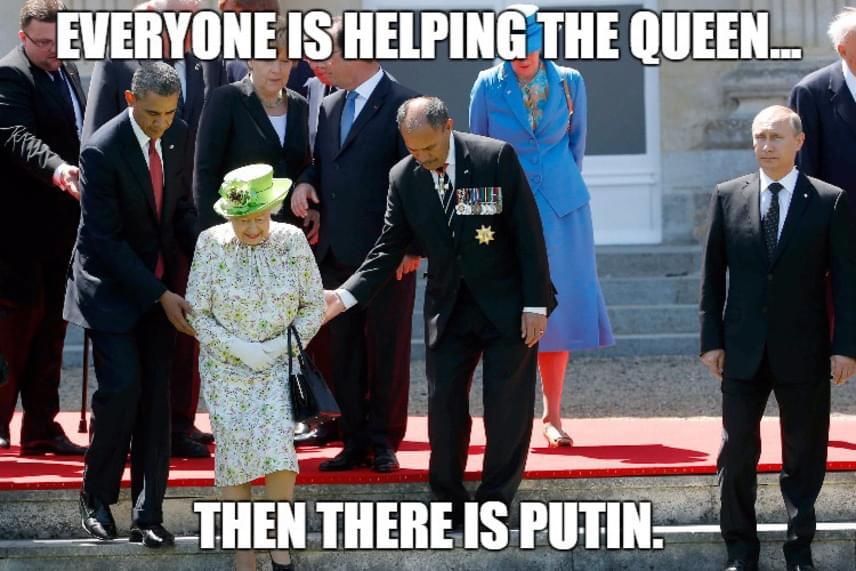"""""""Mindenki segít a királynőnek... aztán ott van Putyin"""" - olvasható a mémen, ami a napokban végigszántotta az internetet. Míg sokan úgy gondolják, az orosz elnök tiszteletlen volt, mások egészen más véleményen vannak."""