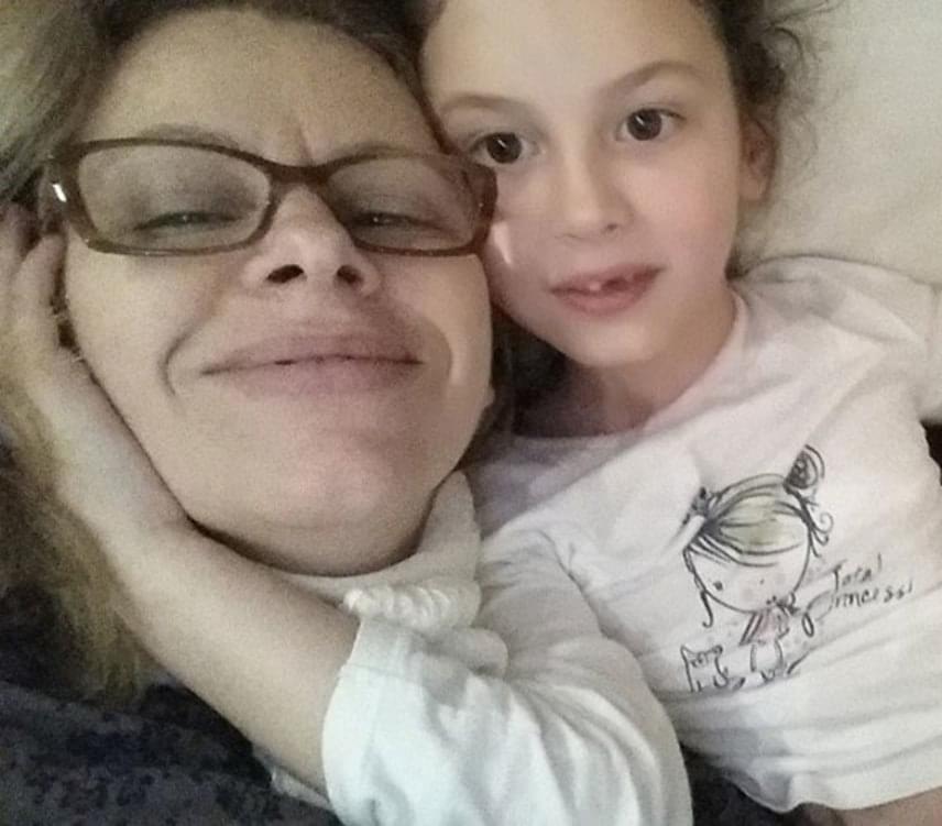 """""""Jó családba születni az élet egyik legnagyobb adománya"""" - mondta Müller Júlia, aki úgy gondolja, hogy habár iszonyatosan fájt neki párja elvesztése, lányának könnyebb így, hogy sosem találkozhatott édesapjával, mivel nem maradt meg benne a hiányérzet utána."""