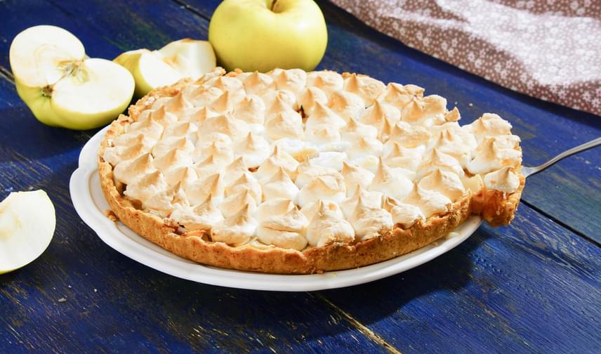 Ha unod a jól megszokott almás pitét, cifrázd kedvedre. Még mindig menő a rácsos, de ha igazán különleges desszertre vágysz, akkor a habos változat mellett döntesz. A tészta hihetetlenül omlós lesz, ha betartasz egy-két szabályt, a töltelék és a hab pedig fenséges.