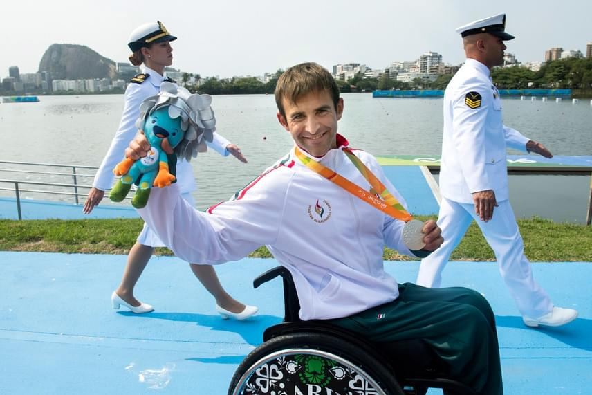 Suba Róbert ezüstérmet szerzett a parakajakosok KL1-es kategóriájának csütörtöki döntőjében a riói paralimpián. Ez volt a 11. magyar érem.