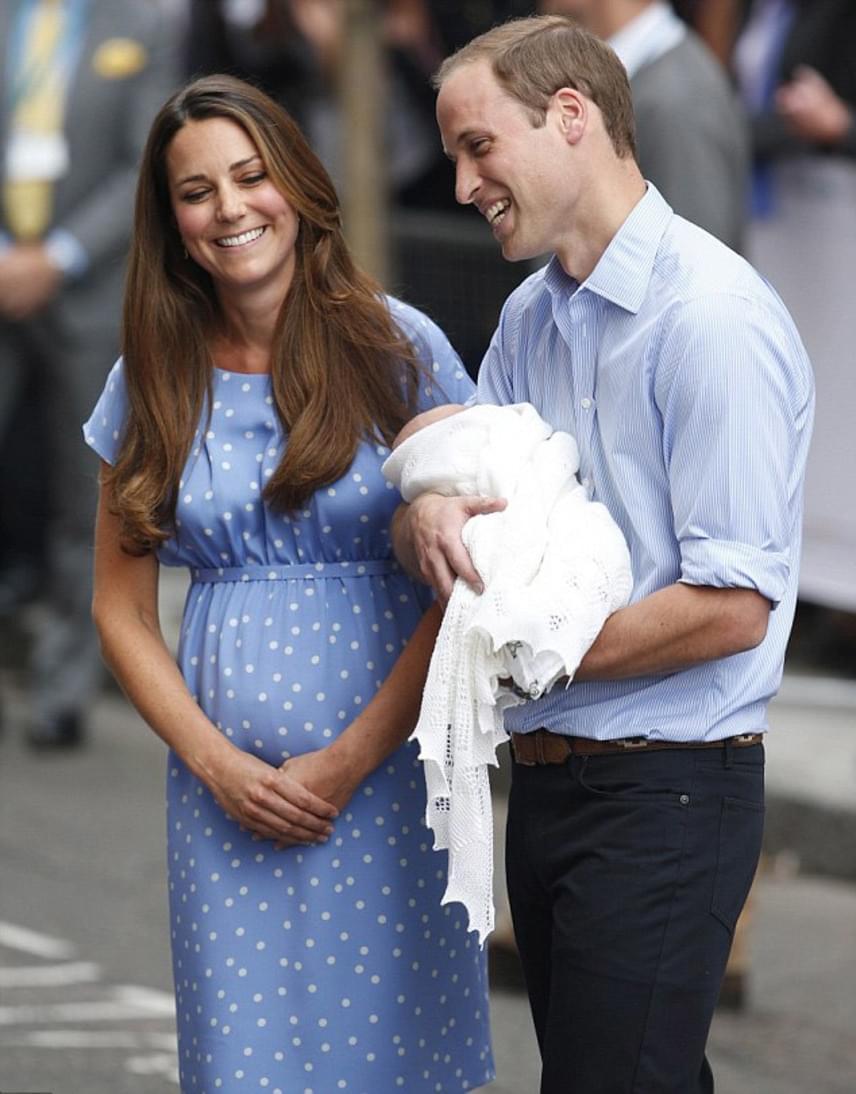 Miután Katalin világra hozta a kis György herceget, a kórházból kilépve is egy világoskék, pöttyös darabra szavazott.