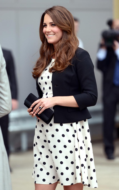 Katalin várandósan is igazi divatdiktátor volt: mindenki imádta ezt a pöttyös ruhát, amit mindkét terhessége alatt viselt.