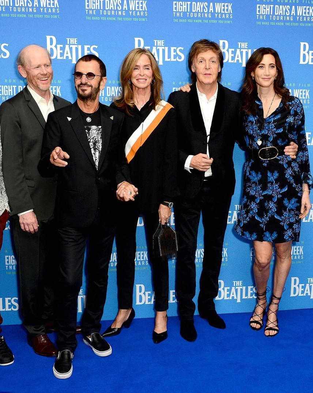 A The Beatles még élő tagjai feleségeik kíséretében érkeztek a premierre. Ilyen szép nők mellett nem is csoda, hogy még mindig jól tartják magukat.