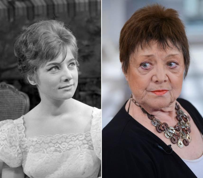 Csűrös Karola fiatalon táncolni tanult. 1959-ben végzett a Színház- és Filmművészeti Főiskolán. A bal oldali fénykép 1961-ben, 25 éves korában készült róla Tabi László Esküvő című vígjátékának próbáján a Madách Színházban, amiben Kati szerepét kapta meg.