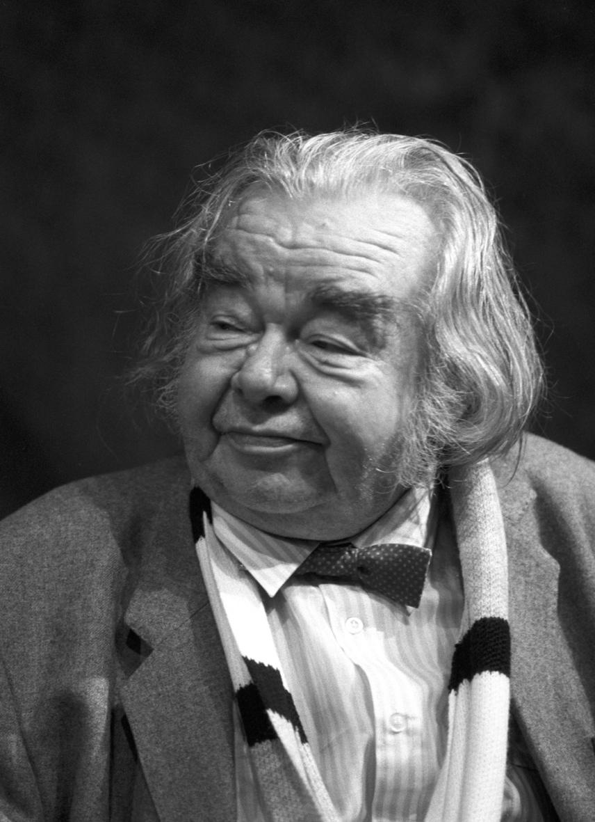 Böhm bácsi megformálója, Máriáss József 1991-ben hunyt el 71 éves korában. A Szomszédok készítői nem akarták kiírni a sorozatból, ezért aztán betegsége is bekerült a forgatókönyvbe. Máriáss József egészen a haláláig szerepelt a sorozatban, utolsó jelenete pedig a magyar televíziózás egyik legmeghatóbb pillanata. A 105. epizód készítése közben hunyt el, ezt a részt az ő emlékének ajánlották.