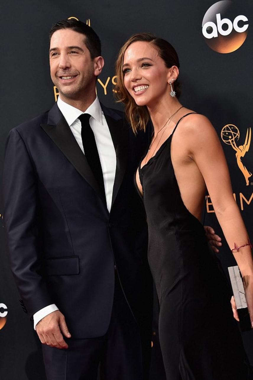 David Schwimmer és Zoë Buckman hat éve házasok és már van egy kislányuk is, Cleo. Az Emmy-gálára is összebújva érkeztek.