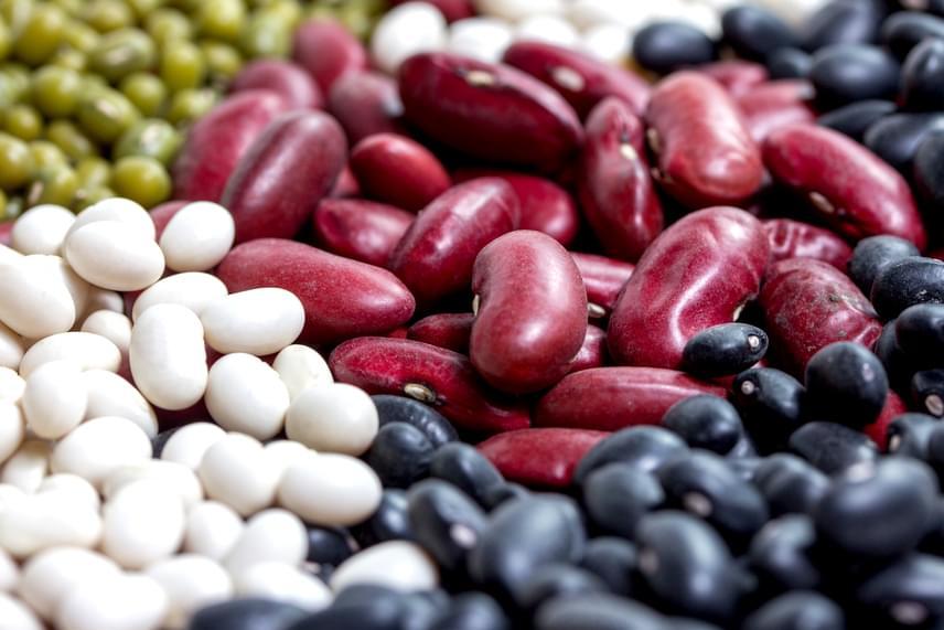 Csakúgy, mint a hüvelyes zöldségek, célszerű ezért beiktatnod étrendedbe a babfélék - különösen a zöld- és a fehérbab - rendszeres fogyasztását is.