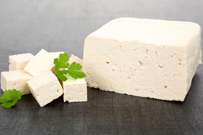 Ha vegetáriánus vagy, szerencséd van a tofuval, amennyiben kedveled, ugyanis szintén a kalciumban gazdagabb élelmiszerek közé tartozik.