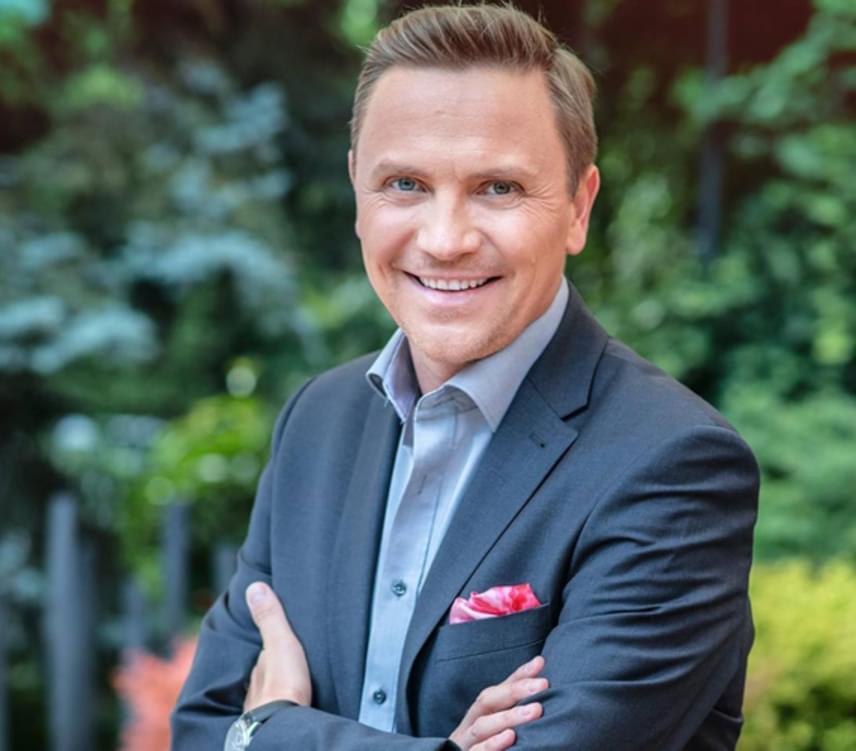 Gönczi Gábor 2016 áprilisában békességben vált el az RTL Klubtól, melynek stábját 19 éven át erősítette. A szakítás oka sem maradt titokban: a 41 éves riporter a TV2 Tények című műsorához igazolt.