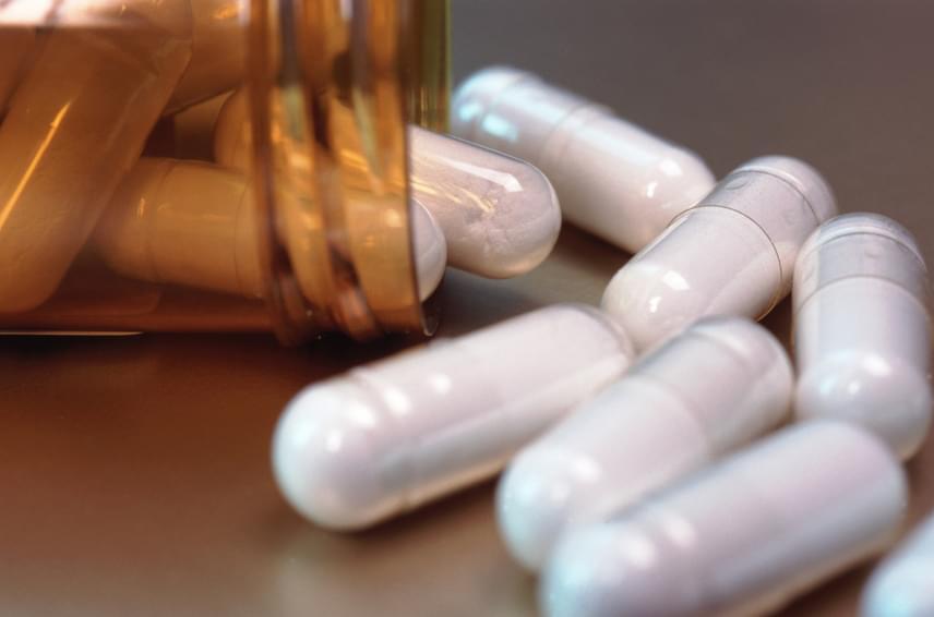 Bizonyos gyógyszerek szedése mellett is könnyen felborulhat a szervezet baktériumflórájának egyensúlya, ilyenek például az antibiotikumok - nem véletlen, hogy probiotikumot javasolt mellettük szedni -, de a fogamzásgátlókról is érdemes tudni, hogy megváltoztathatják a hüvely baktériumflóráját.