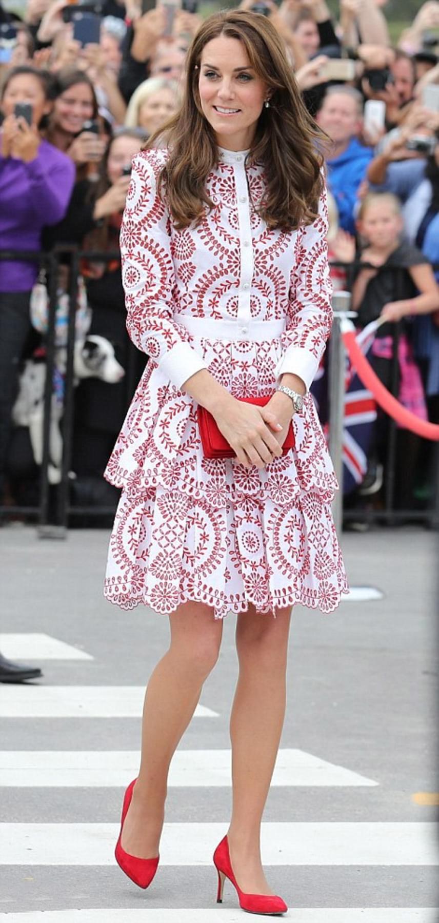 Katalin hercegné természetesen Kanada előtt tisztelgett az öltözetével is: piros-fehér ruháját mindenki imádta.