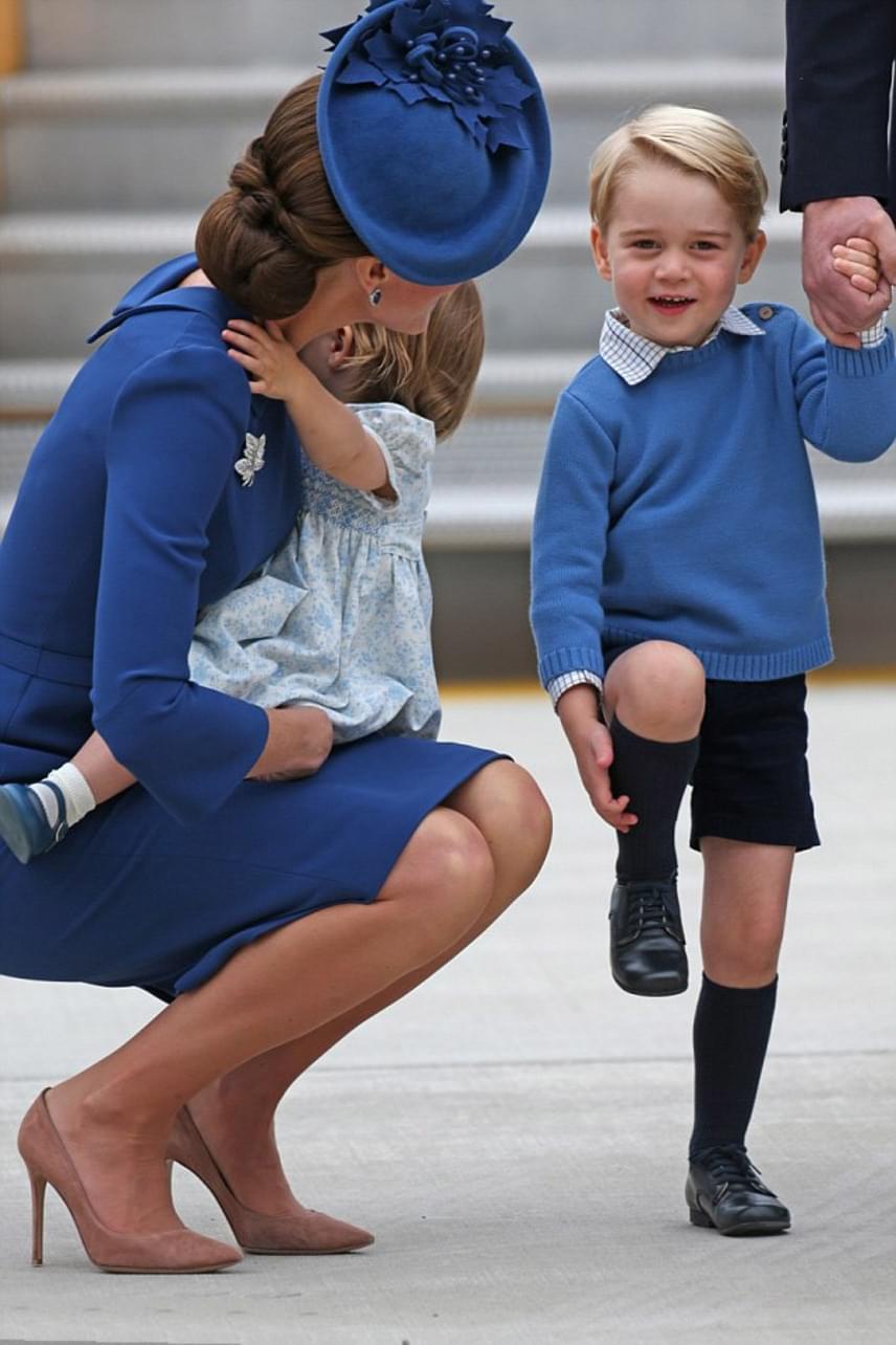 A szakértők szerint azonban Katalin igazán jó édesanya, ugyanis a kisgyerekekre rendkívül jó hatással van, ha velük egy szintre helyezve magunkat, a szemükbe nézve mondjuk el nekik a mondandónkat.