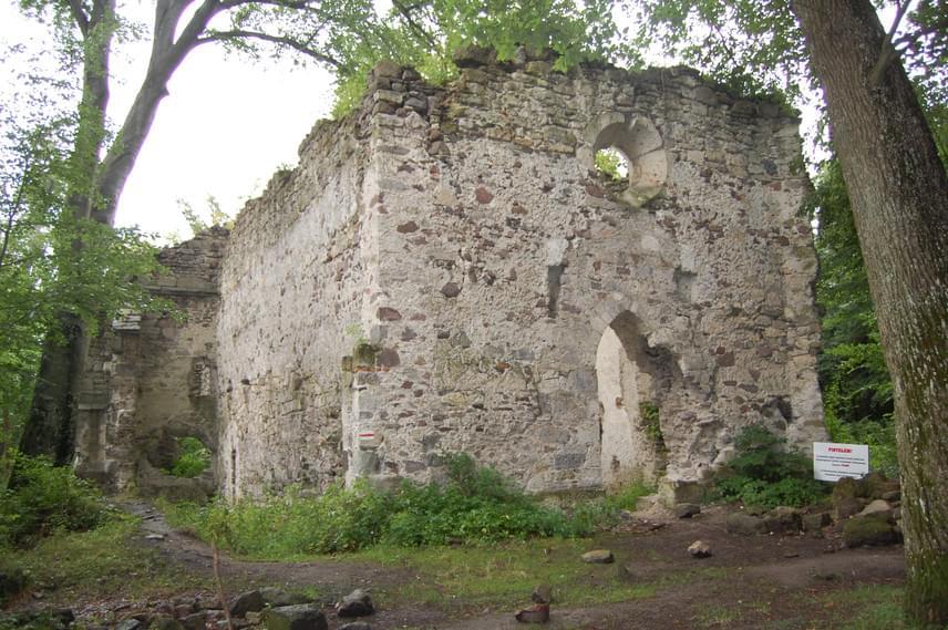 Telkibányát azonban nem csak a barlang miatt érdemes meglátogatni, az 549 fős község mellett ugyanisennéljóval több szól. Amellett, hogy a település aranybányái az Árpád-korra nyúlnak vissza, a közte és Gönc között található pálos kolostorromok is régmúlt korokról mesélnek a kirándulóknak.
