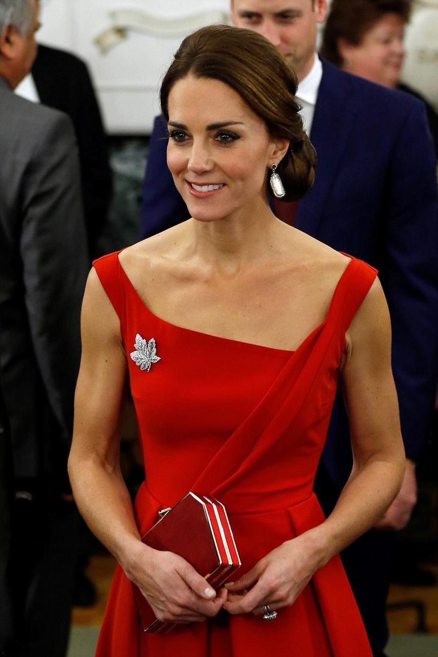 Katalin hercegné általában a pasztell árnyalatokra szavaz, pedig az erőteljes színek is igazán remekül állnak neki.