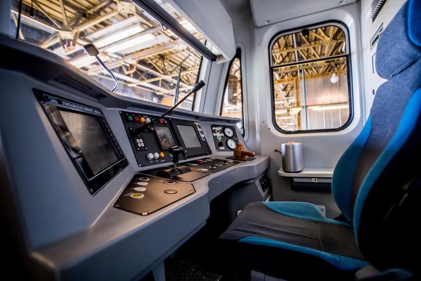 A 3-as metró járműtelepén tartott sajtótájékoztató előtt Bolla Tibor az MTI-nek elmondta, befejeződtek a szükséges tesztek, így a szerelvény az alagútban is megkezdheti a próbafutásokat. A tartampróbát üzemidőn kívül végzik majd, így az nem befolyásolja a metró utasforgalmi üzemét.