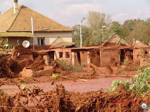 Sok ház ellent sem tudott állni az áradat nyomásának