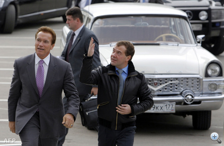 """""""Ha Ön Oroszország állampolgára lenne, akkor együtt tudnánk dolgozni"""" - mondta Medvegyev, aki Moszkva polgármestereként látná szívesen a volt testépítőt."""