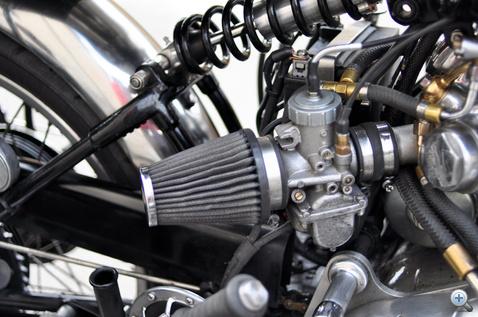 Mikuni karburátor a gyári Amal type 276 helyett