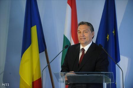 Orbán Viktor miniszterelnök beszédet mond a Csanádpalota mellett tartott ünnepségen