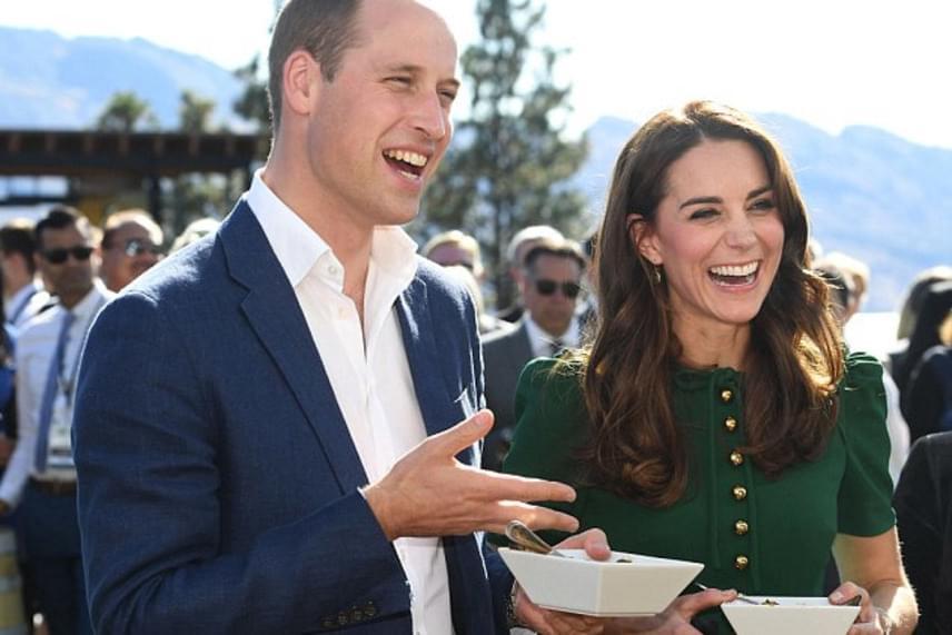 A curryvel szerencsésebb volt, nagyon ízlett neki a fűszeres indiai fogás. Vilmos herceg külön örült, hogy nem lett túl erős, ugyanis nem rajong a csípős ételekért.