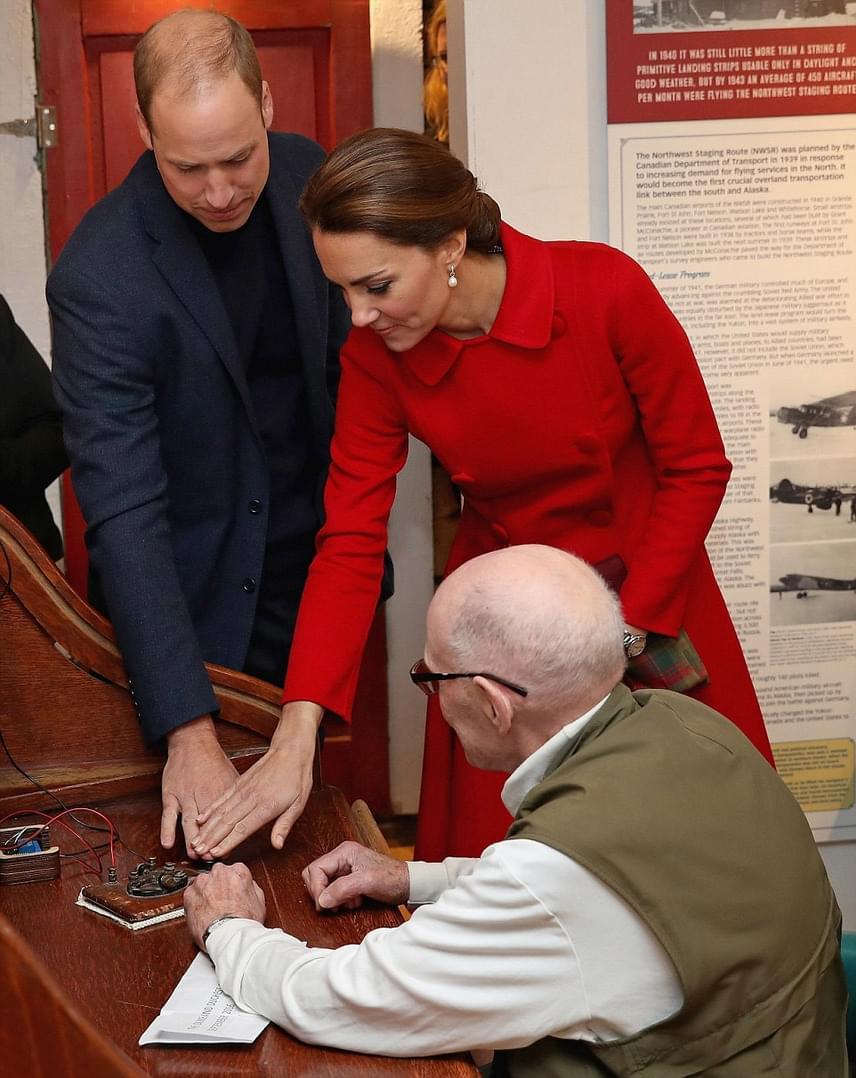 A hercegi pár megtanulta, hogyan működött régen a telegráf - bár a gép persze üzeneteket ma már nem fogad vagy közöl.
