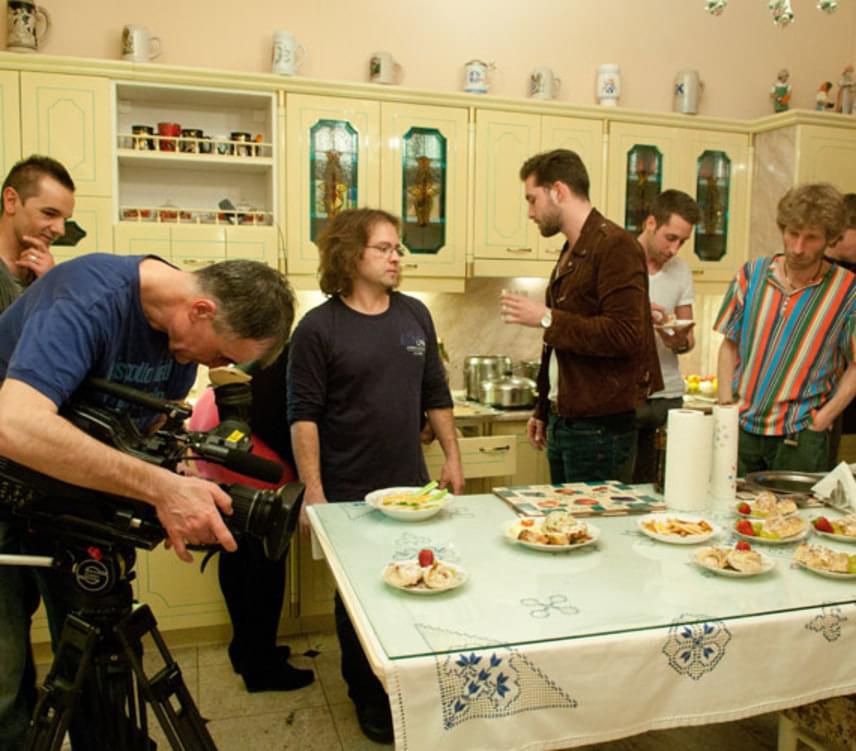 A tágas konyha, ahol Balázs Klári főzni szokott - nincs szüksége szakácsnőre, kiváló háziasszony, takarítani is maga szokott.