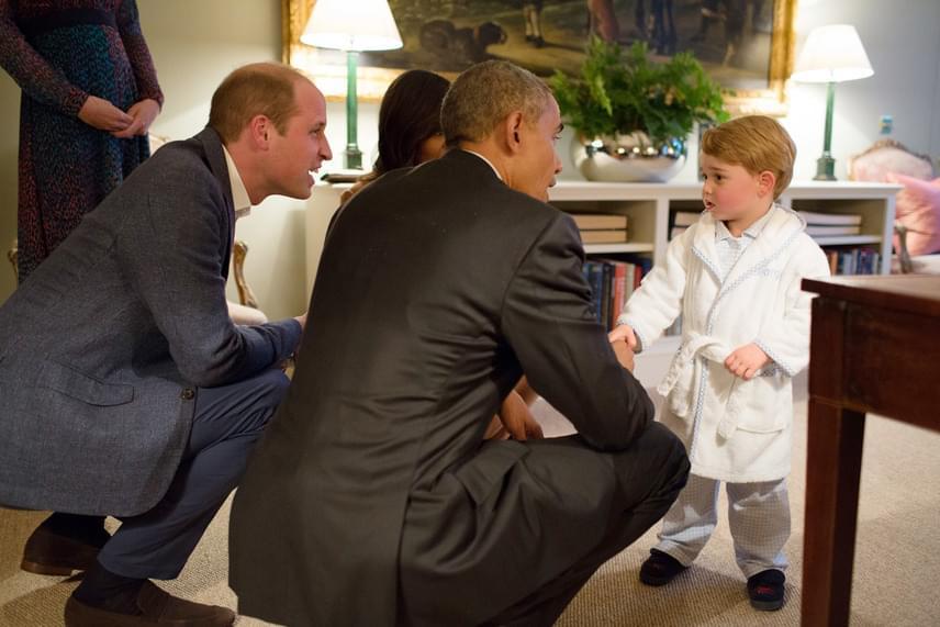 Amikor az Egyesül Államok elnöke, Barack Obama és felesége meglátogatták a hercegi családot, György pizsiben és köntösben fogadta őket. Obama hatalmasat nevetett a kisfiú lazaságán.