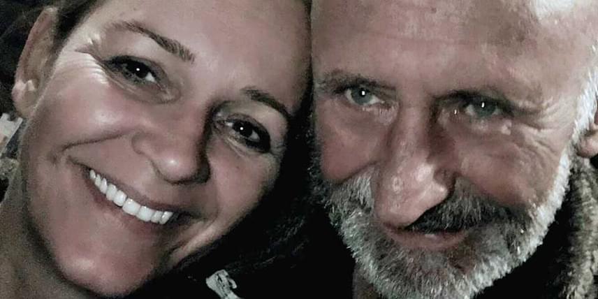 A 20 évvel fiatalabb, lakberendező végzettségű Krisztina jelenleg gasztrobloggerként dolgozik, az ínycsiklandó ételek mellett a látványra is nagy hangsúlyt helyez. Reviczky Gábor színész és felesége több mint hat éve alkotnak egy párt.