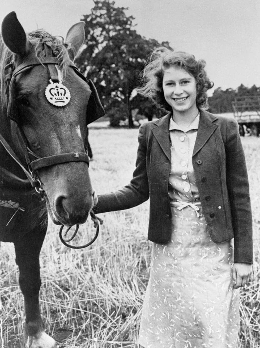 Erzsébet királynő napjainak jelentős része igen aktívan telik még ma is, ebben pedig kiemelkedő szerep jut a testmozgásnak is. A hosszú sétáknak például komoly hagyománya van a családban, ő és édesanyja is nagyon sokat sétált, emellett hosszú időn át jelentős időt töltött lovaglással is.