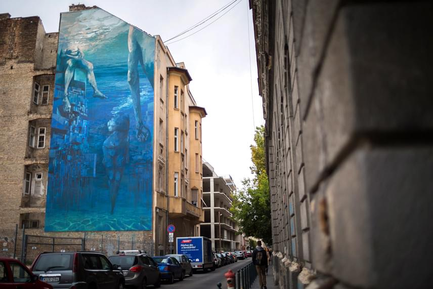 Michal Sepe Wrega és állandó alkotótársa, Daniel Chazme Kalinowski jelenleg Lengyelország legizgalmasabb street art alkotói közé tartoznak, és rendszeres meghívottjai számos kortárs nemzetközi kiállításnak és szemlének.