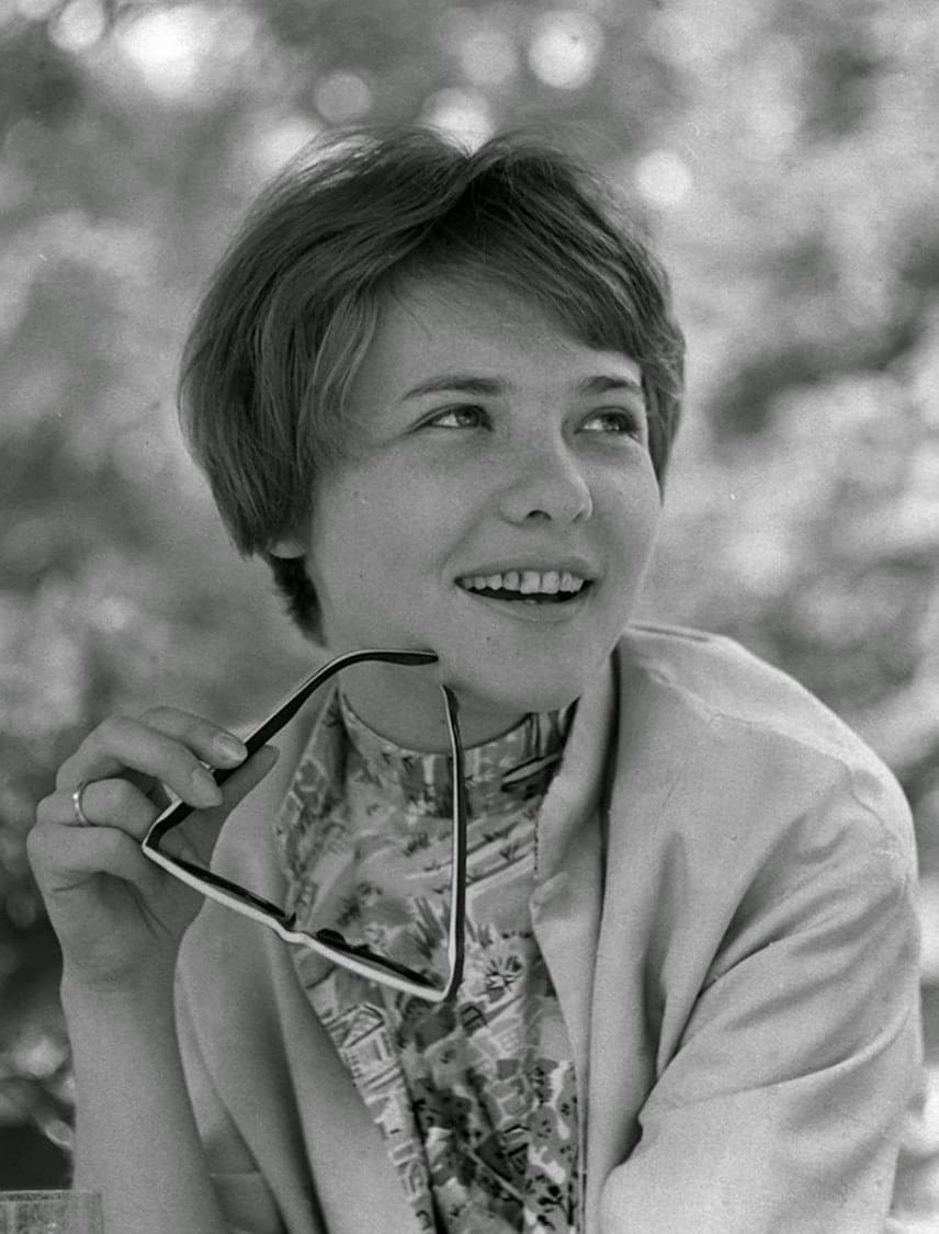 Törőcsik Mari 1971-ben utazhatott Cannes-ba, ahol Makk Károly Szerelem című filmje elnyerte a zsűri díját. Törőcsik Mari akkor külön dicséretben részesült a filmben nyújtott alakításáért, öt évvel később pedig Maár Gyula Déryné, hol van? című filmjéért megkapta a legjobb női alakításért járó díjat.
