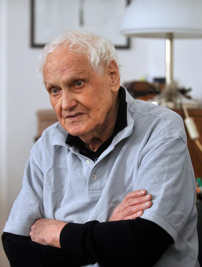 Jancsó Miklós képviselte hazánk filmművészetét a legtöbb alkalommal a cannes-i versenyprogramban, összesen hét filmjét jelölték Arany Pálmára. 1972-ben a legjobb rendezés díját kapta meg a Még kér a nép című filmjéért, 1979-ben pedig életműdíjat vehetett át, amivel azóta se büszkélkedhet egyetlen másik magyar filmes sem.