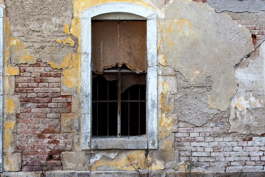 Ne tegyél szegénységet ábrázoló képet a faladra lakásod pénzterületén még akkor se, ha az egyébként műalkotás, hiszen pénztelenséget sugároz és vonz be.