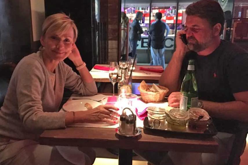 Jakucspek Gabriella kislánya édesapjával romantikázott, erről pedig hangulatos, meghitt fotót is posztolt Facebook-oldalán.