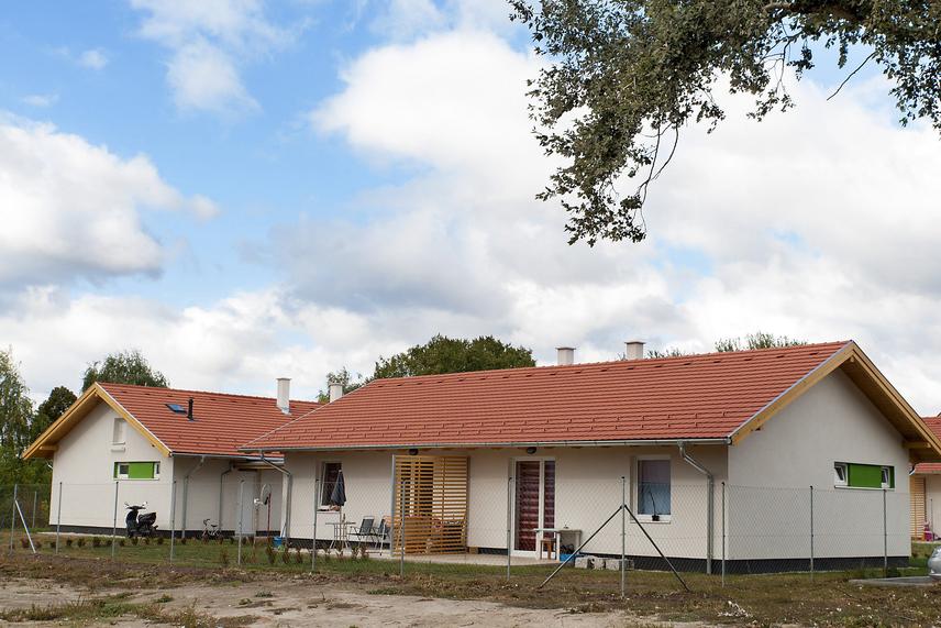Október 5-én 18 darab új építésű bérlakást adtak át, melyek egyenként 50 négyzetméteresek.
