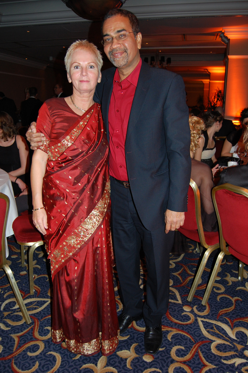 Joshi Bharat ritkán mutatkozik feleségével a nagy nyilvánosság előtt. Legutóbb három éve a Story-gálán jelentek meg kéz a kézben.