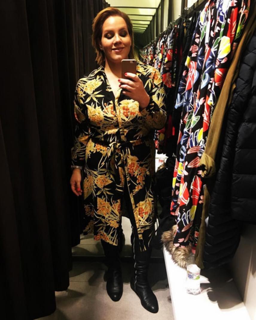 Tóth Vera hosszú idő után, néhány nappal ezelőtt ismét egy ismert világmárka boltjában tudott ruhát vásárolni. A közösségi oldalán azt írta, nem is remélte, hogy ezt felnőttként is átélheti.