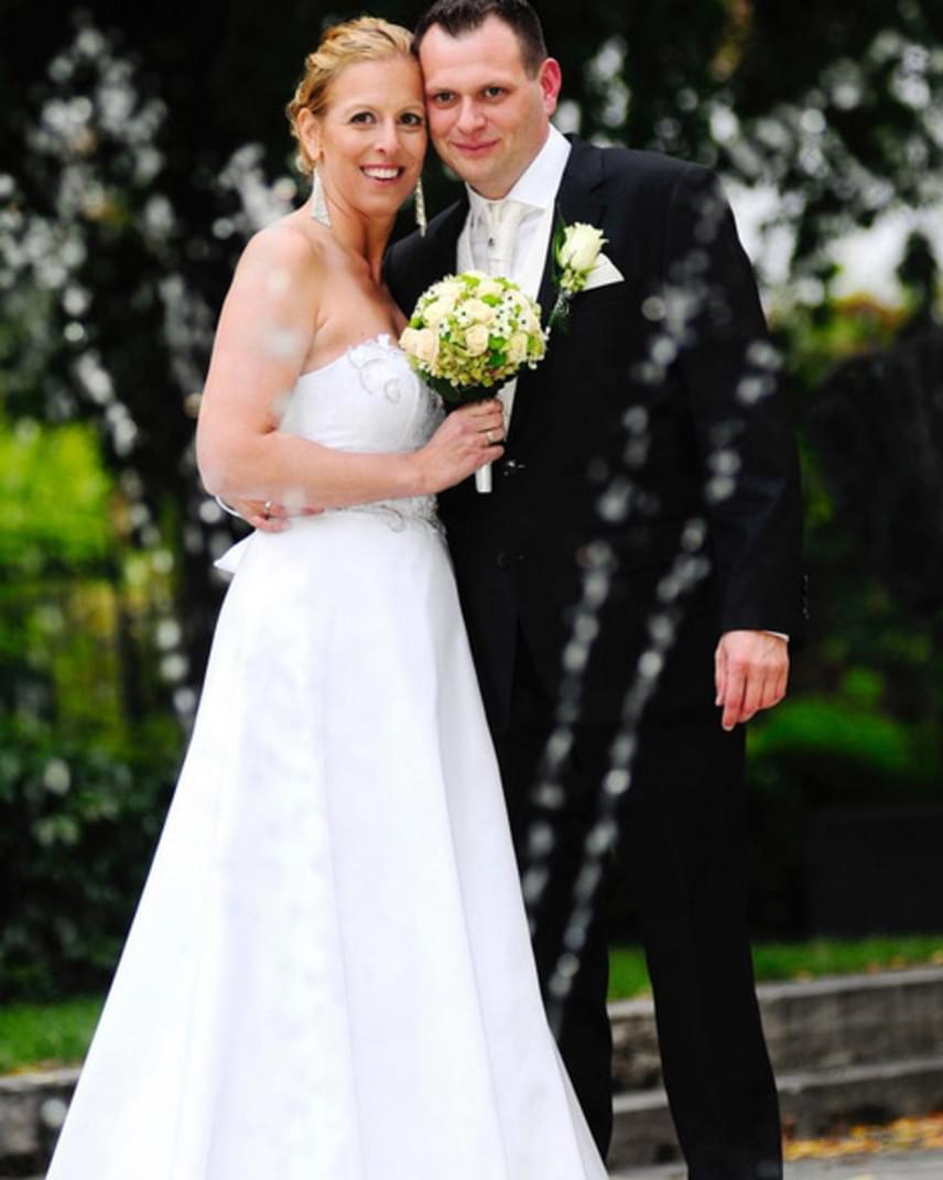 Szász Emese olimpiai bajnok párbajtőrvívó október első péntekén feleségül ment szerelméhez.