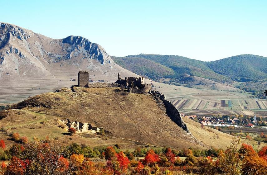 A Torockó-hegység völgyeiben sok kis idilli falvacska található, a környék az ősz közeledtével tarka színekben tündököl. A székely hagyományokat tevékenyen őrző Torockó község és a hozzá tartozó Torockószentgyörgy is számos lehetőséget kínál a látogatók számára. A mellettük húzódó Székelykő különlegessége, hogy sziklái miatt azt a látszatot kelti, mintha kétszer kelne fel és nyugodna le a nap. Torockószentgyörgy várromjai a Várkő nevű magaslaton állnak.