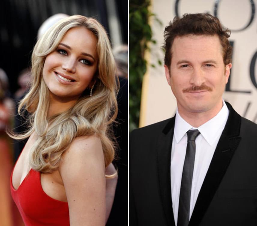 """Ed Harris és Javier Bardem mellett Jennifer Lawrence is szerepet kapott Darren Aronofsky egyelőre cím nélküli új filmjében, melynek az utómunkálatai zajlanak. """"Jennifer és Darren próbálták kerülni a feltűnést, de tényleg odáig vannak egymásért"""", mondta az egyik bennfentes a bulvárlapnak."""