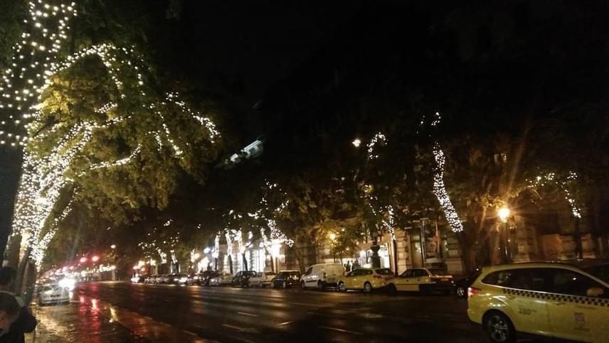 Budapesten minden évben egy kicsit hamarabb kapcsolják fel a karácsonyi világítást, tíz évvel ezelőtt például még december 1-jére esett a fontos dátum.